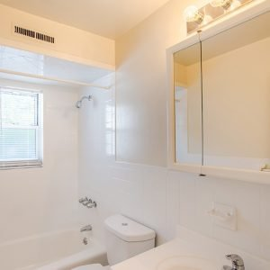 Brick Garden Apartments For Rent in Brick, NJ Bathroom